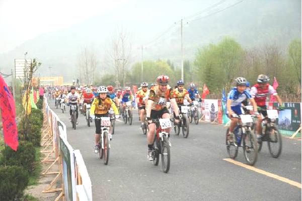 """""""第四届中国黄山国际山地车节""""在宏村举行"""