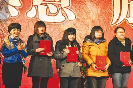 中国地质大学(武汉)年度表彰大会召开  48位优秀同学获得中坤登山奖学金