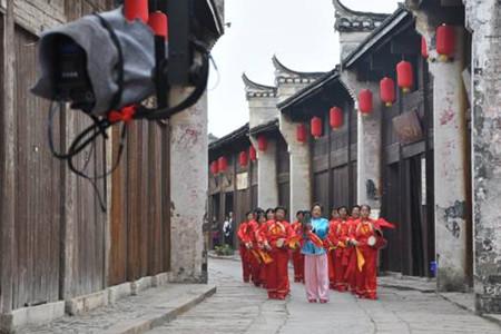 凤凰卫视孔城老街取景 为第二届桐城文化节拍摄宣传片
