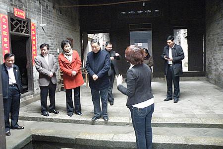 全国人大财政经济委员会副主任委员储波视察张谷英景区