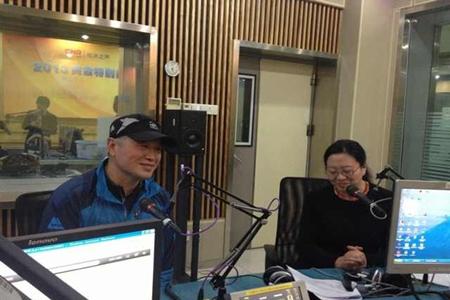 黄怒波董事长与依文集团董事长夏华共同做客经济之声《那些年》栏目