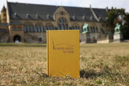 黄怒波董事长(骆英)德文诗集《蟑螂说》在德国出版