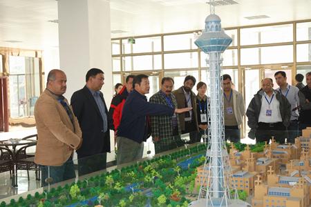 巴国商务考察团赴喀什中坤广场项目考察