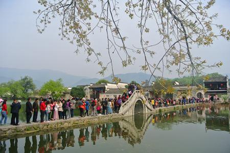 春季小长假告捷 各景区迎来客流洪峰