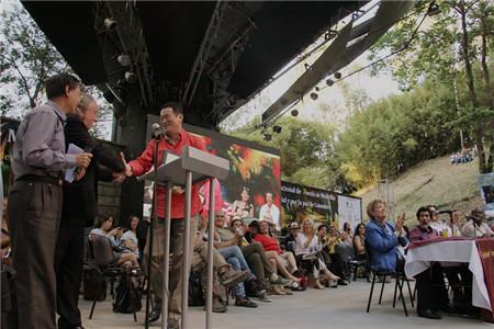 诗人骆英正式成为麦德林国际诗歌节荣誉主席